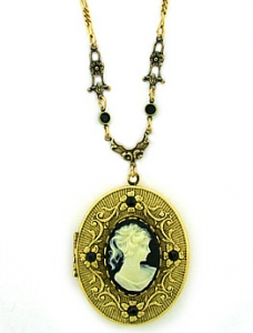 vintage style cameo locket necklace